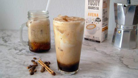 Café Helado con Leche de Avena y Azúcar Moreno