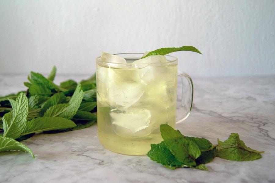 infusión de menta y miel fría